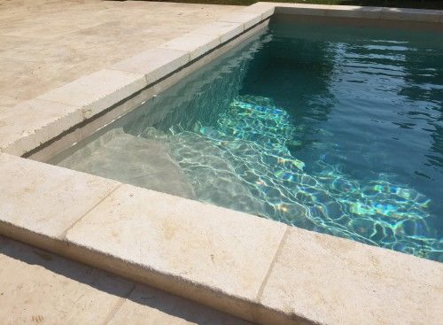 Piscine avec margelles et terrasse en travertin beige r alisations father stone piscine - Terrasse en travertin ...