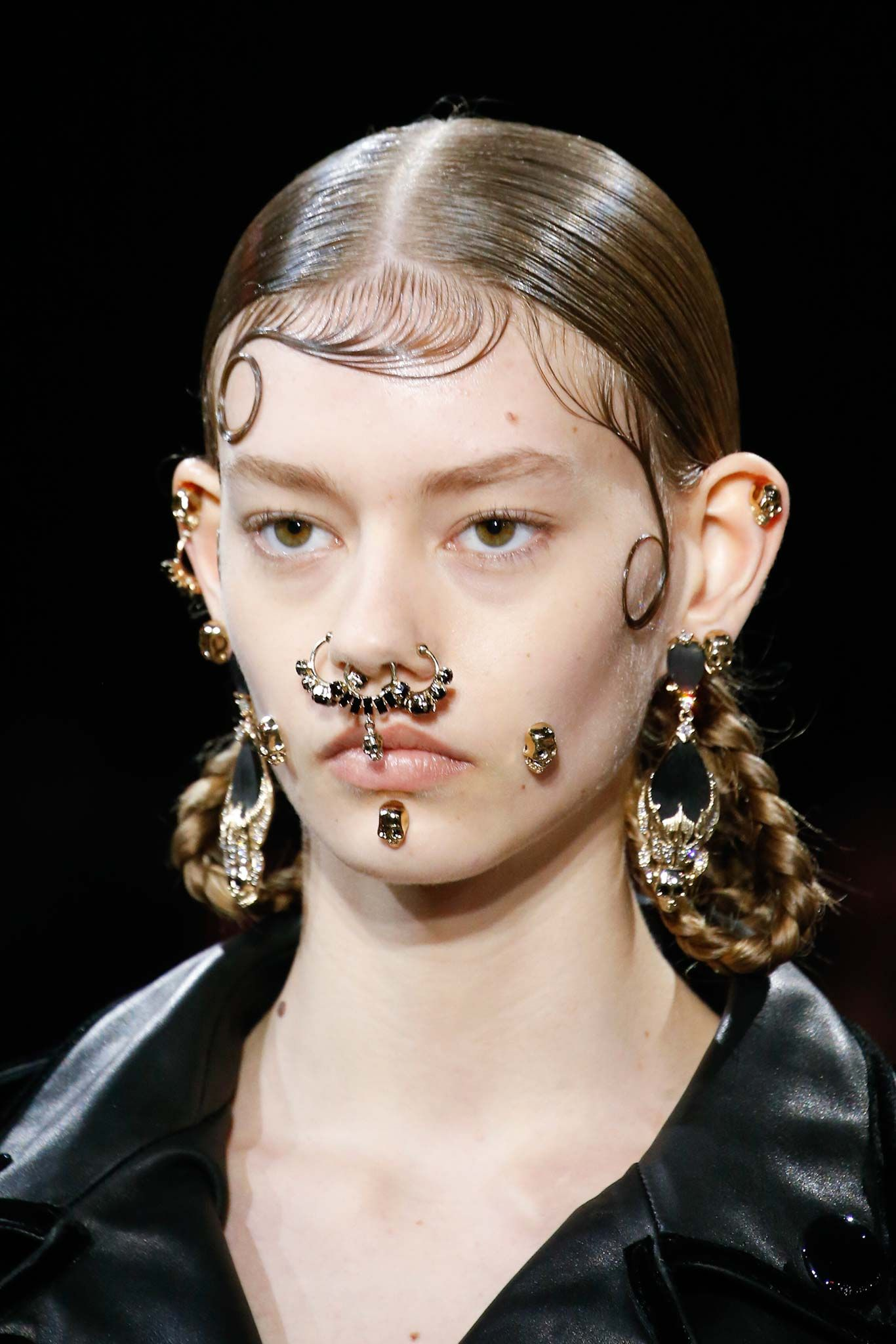 faux piercings givenchy fall 2015 ondriahardin show stopping makeup pinterest haute. Black Bedroom Furniture Sets. Home Design Ideas