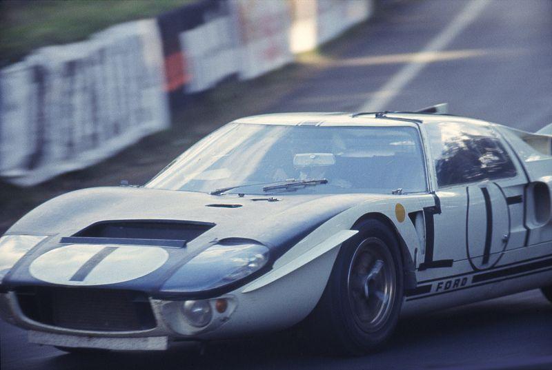 Fordgt2 Ford Gt40 Classic Racing Bruce Mclaren