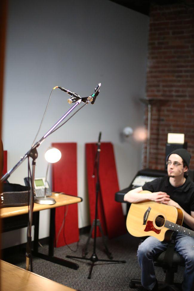 Cakewalk Knowledge Base 10 Microphone Placement Techniques For Acoustic Guitar Guitar Mic Acoustic Guitar Acoustic