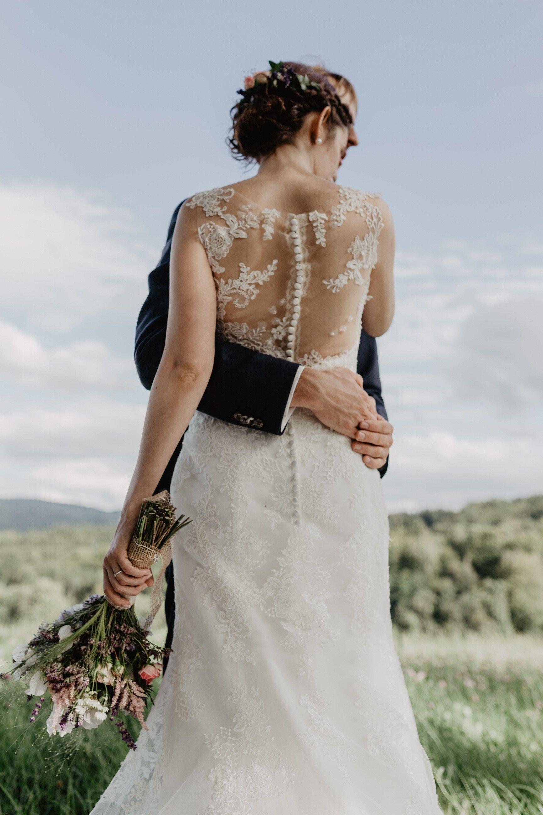 Spitzen Brautkleid // tiefer Rückenauschnitt / Tattoo Spitze ...