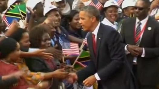 Warm welcome for #Obama in #Tanzania - Video Dailymotion