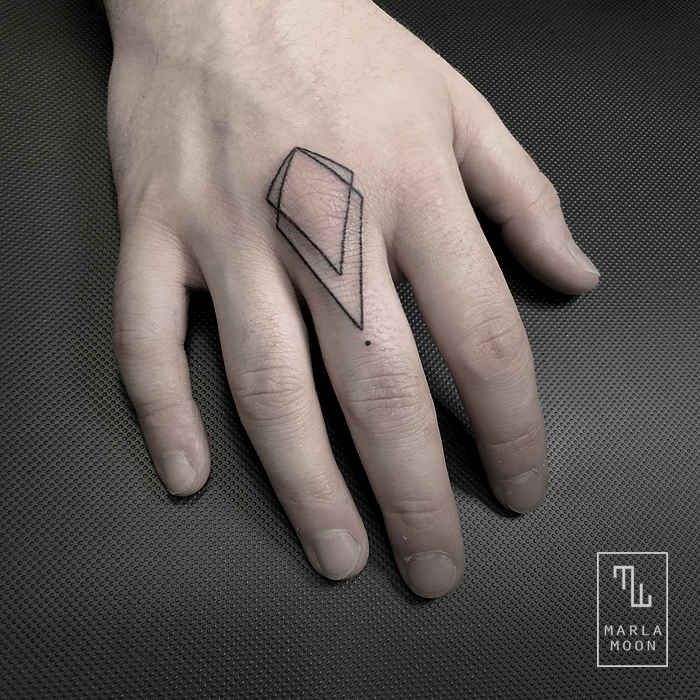 Marla Moon Creates The Most Beautiful Geometric Tattoos - UltraLinx