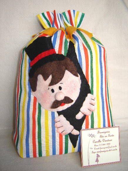 Saquinho Circo - Mágico - confeccionado em tecido, com aplicação em feltro, bordado à mão. Opções: várias cores e combinações, também podem ter outros personagens. R$ 22,40