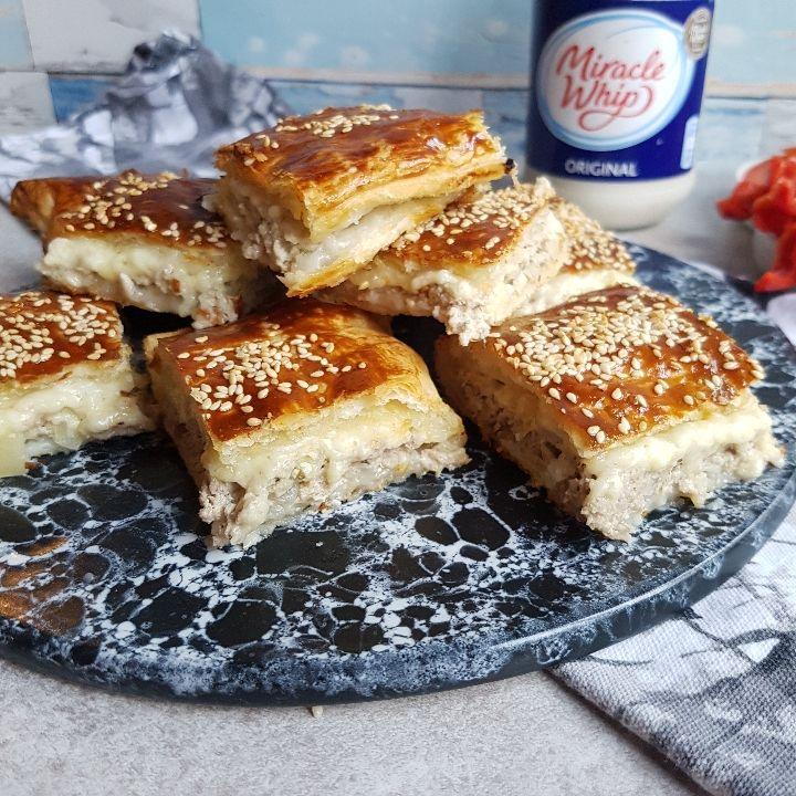 Butterdej med fyld af svinekød, skøn blandt tapas retter eller forret nytår.