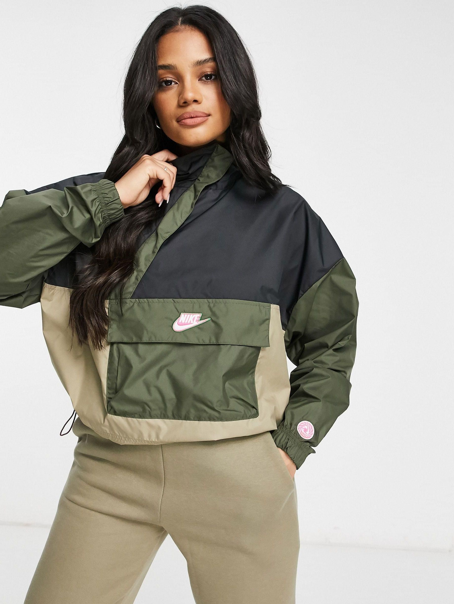 Women Nike Color Block Cropped Overhead Jacket In Khaki And Black 100 Nike Women Jackets Color Block [ 2449 x 1841 Pixel ]