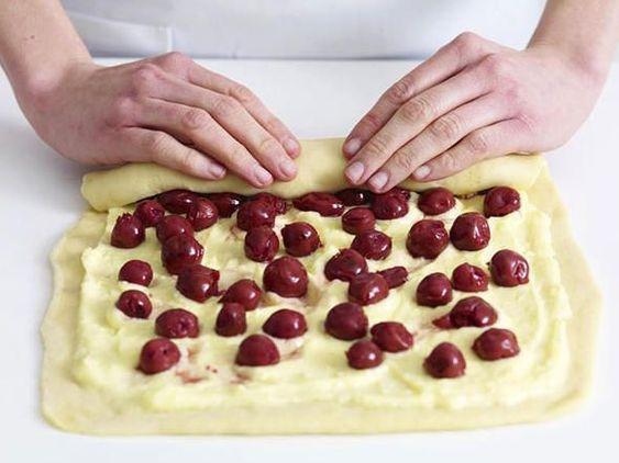 Puddingschnecken mit Kirschen - so geht's   LECKER