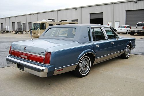 1985 Lincoln Town Car Looks Just Like The One I Used To Have Lincoln Town Car Lincoln Cars Lincoln Continental