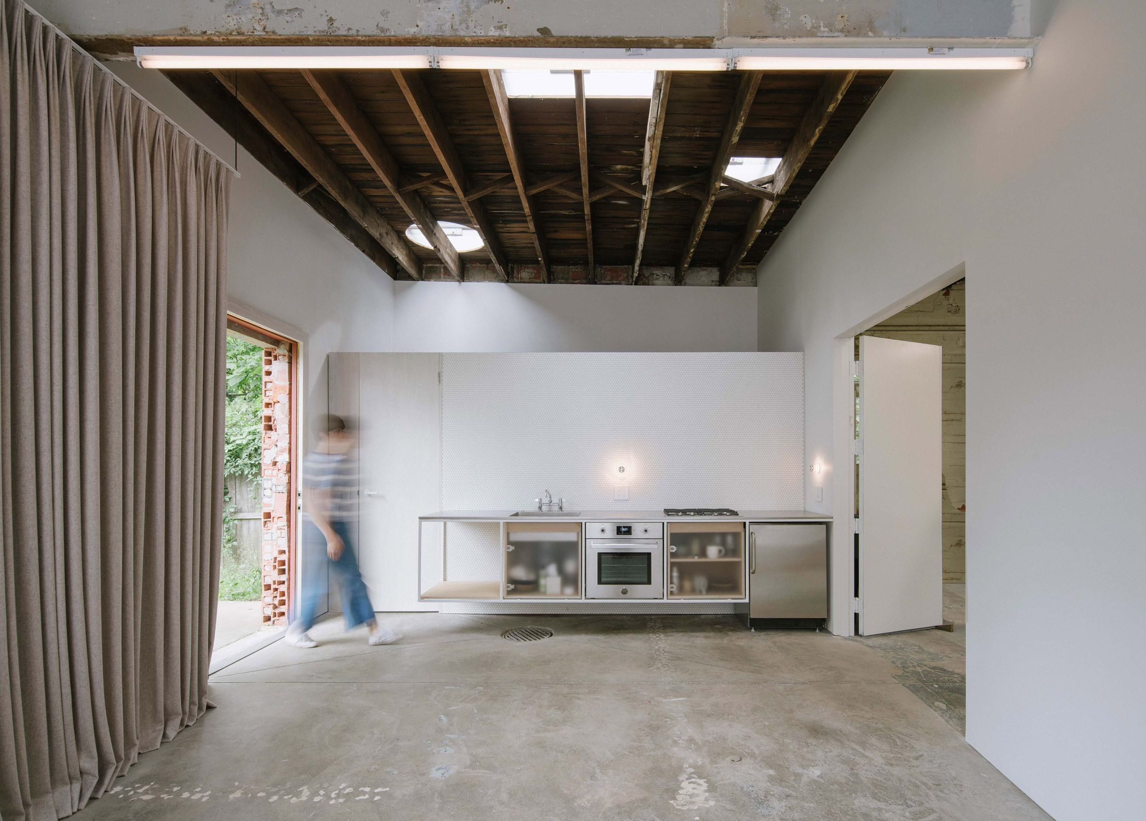 Has Retained Ling Paintwork Uneven Concrete Flooring And Rough Wooden Beams While Converting A Garage In Buffalo New York Into Live Work E