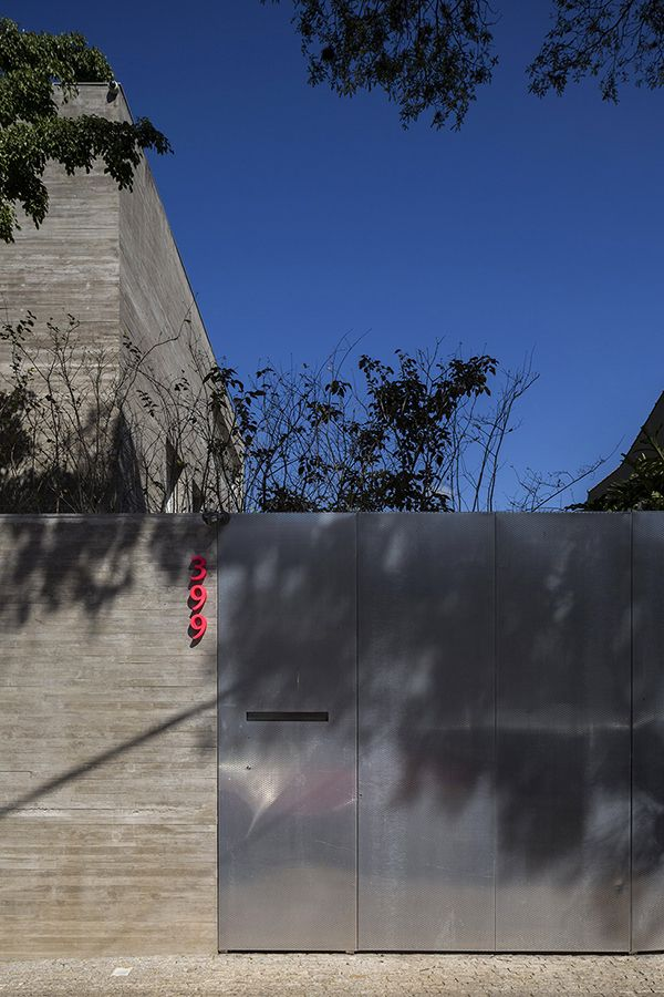 Solid Concrete House With a Staggering Zen Lounge Area