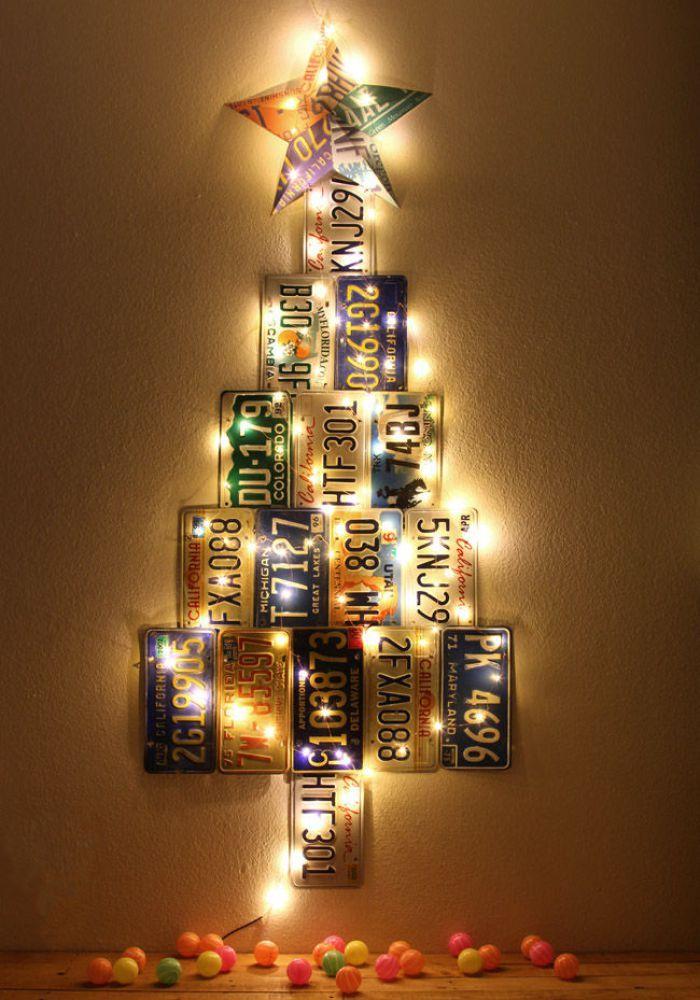 arbol de navidad con placas de matrcula