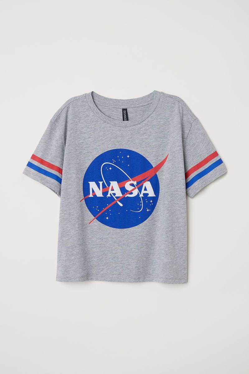 06565b3e53ff7 Weites T-Shirt | Graumeliert/NASA | DAMEN | H&M DE | March18 in 2019 ...
