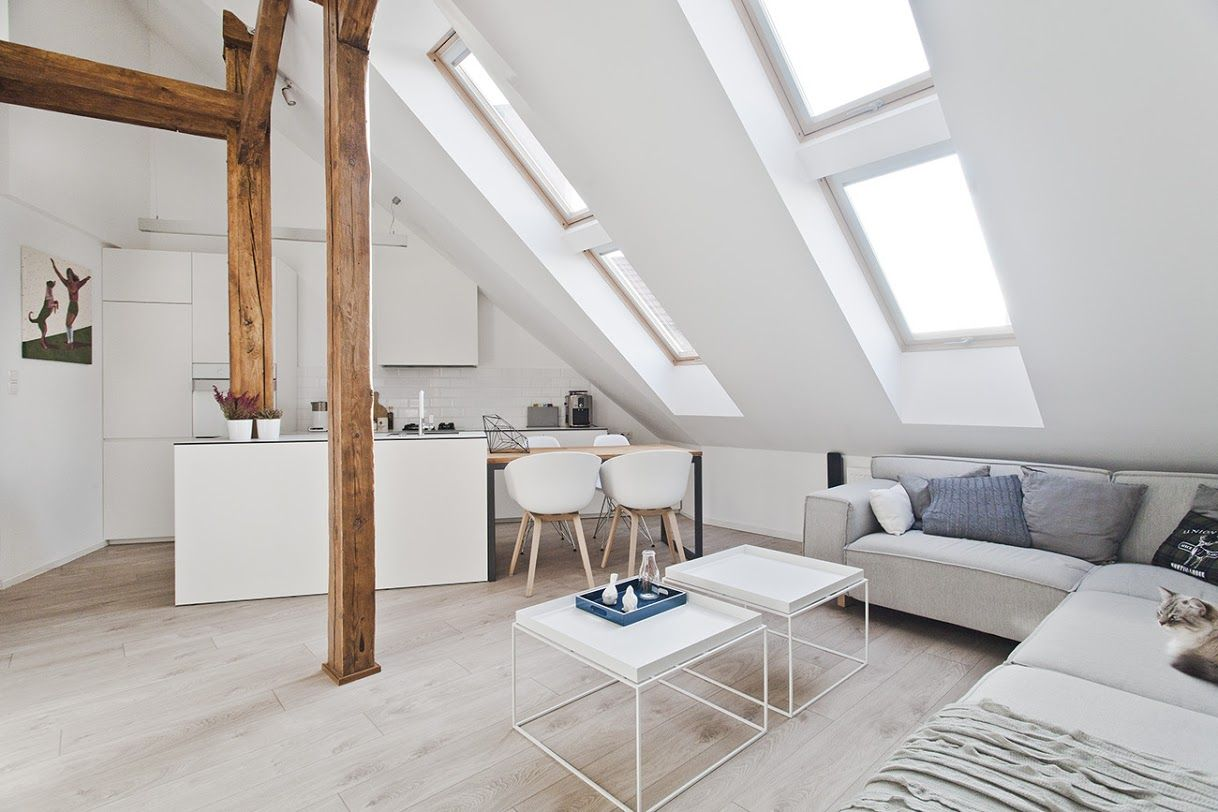 Zolder verbouwen tot loft wit en veel licht door het dakraam