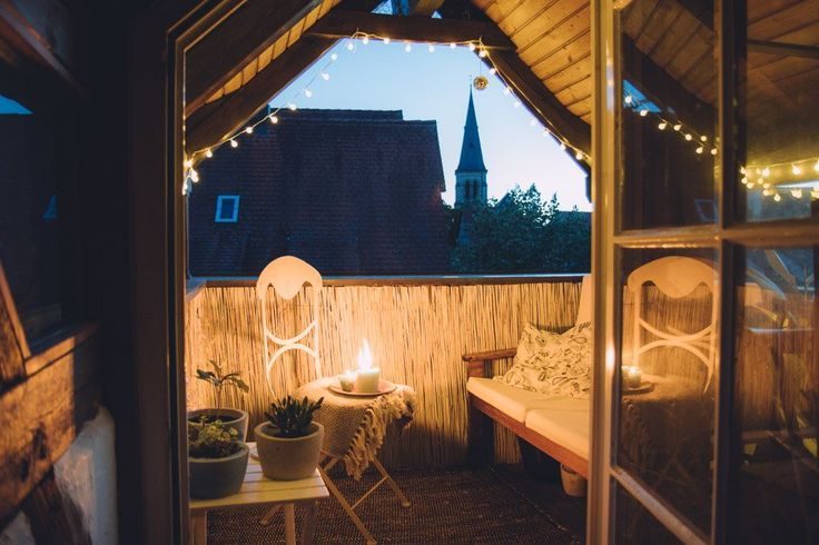 Kleinen Balkon gestalten - so wird auch ein kleiner Balkon richtig schön! - Judith K #kleinerbalkon