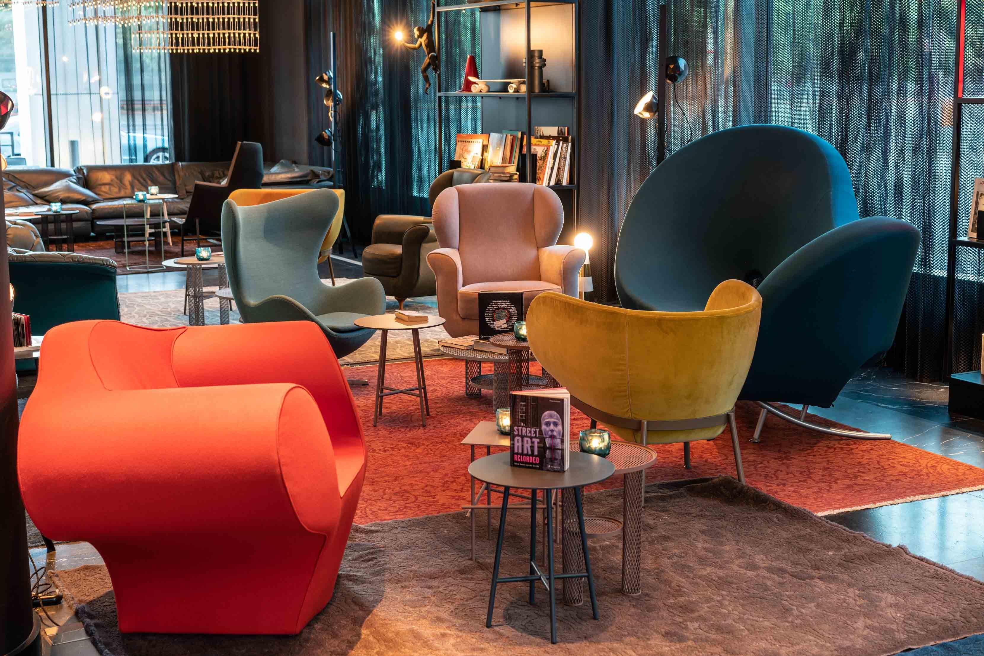 Hotel Berlin Alexanderplatz Motel One Design Hotels Berlin Alexanderplatz 1980s Living Room Hotels Design Pink Home Decor