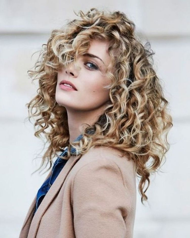15 Chic Curly Hairstyles To Make You Look More Charming Curly Hair Types Curly Hair Styles Haircuts For Curly Hair