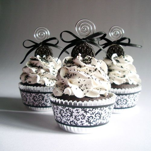 Black and White Cupcakes <3
