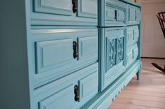 7 easy steps to refinishing old furniture without sanding using eco friendly chalk paint  | before & after: old dresser to...