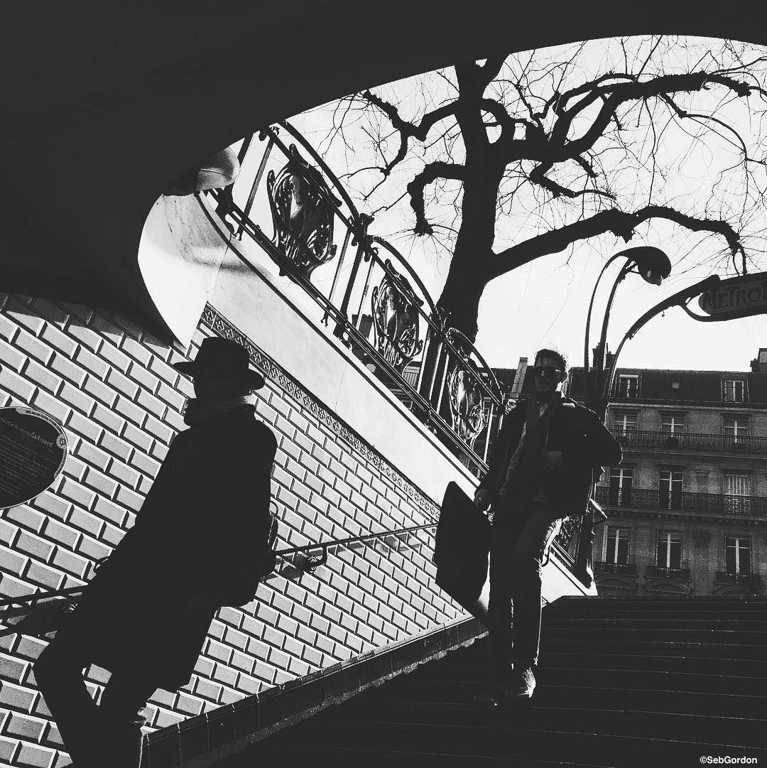 """The shadow✨  #Paris #ParisWeLoveYou #Parigi #巴黎 #パリ #파리 #باريس #Париж #פריז #mobile_phoneography #outofthephone #mobilemag #mafia_mobile #artmobile…"""