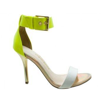 942784b150 Sandália Via Marte Verniz Branco e Verniz Amarelo Neon. Tira no tornozelo e  fivela ajustável