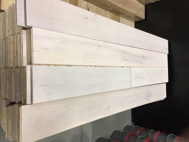 Houten Vloeren Restpartij : Restpartij: 45 m2 eiken lamelparket white wash vloer inclusief skylt