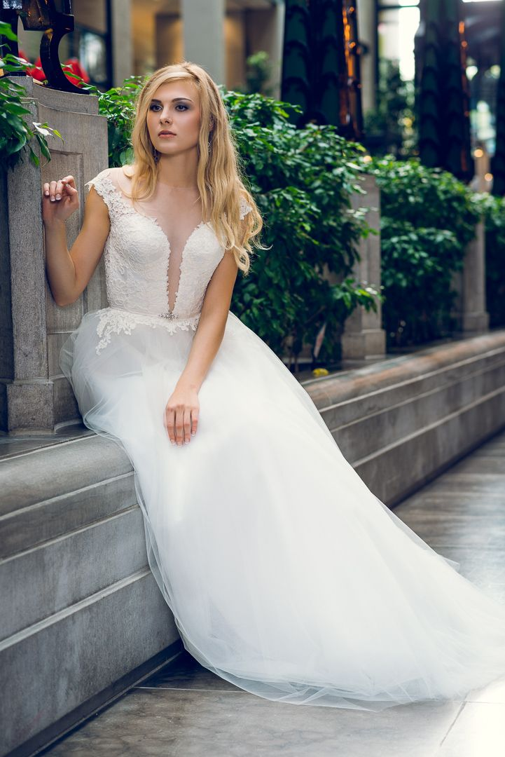 Looking for an extraordinary wedding dress made by your measurements ...