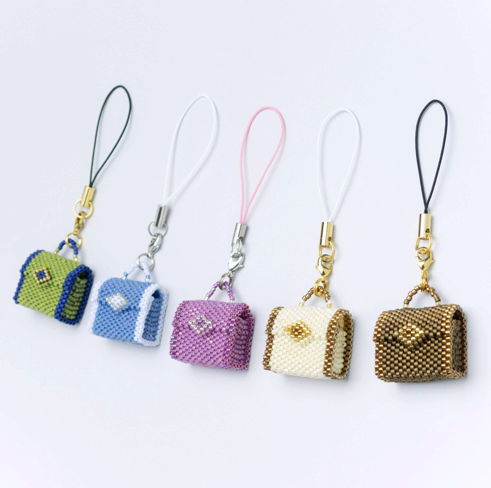 Pdf Beading Tutorial Of Beaded Tiny Bags Language English This Includes 12 Pages With Detailed Ilrations And Photographs