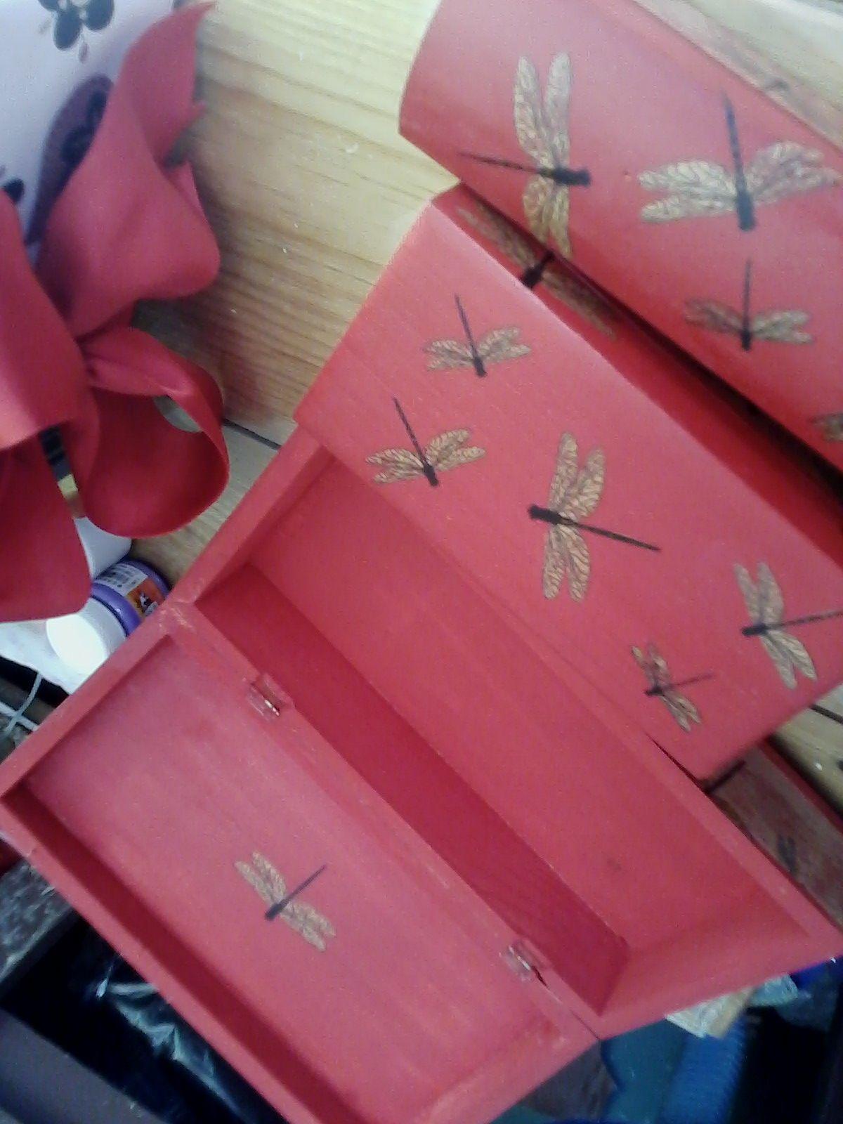 Cajas de madera pintadas y decoradas a mano m cara - Cajas decoradas a mano ...