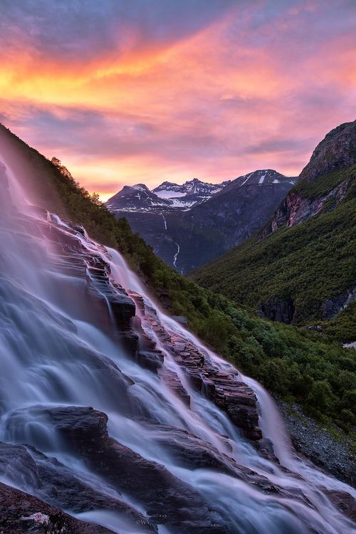 Falling by Haakon Nygård