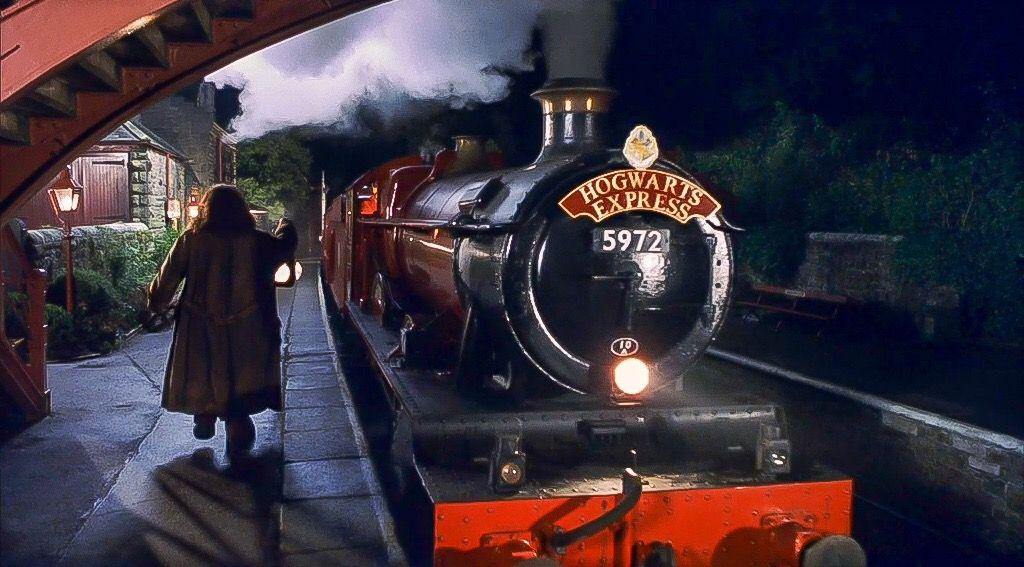 Harry Potter And The Sorcerer S Stone Hogwarts Express At Hogsmeade Station Hogwarts Express Hogwarts Harry Potter
