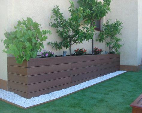 Patio decks piedras cesped buscar con google garden Decoracion de jardines con piedras y madera