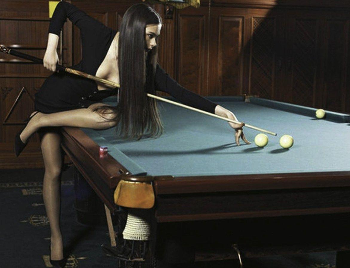 девочки возле бильярдного стола девушка и парень секс фото тоже