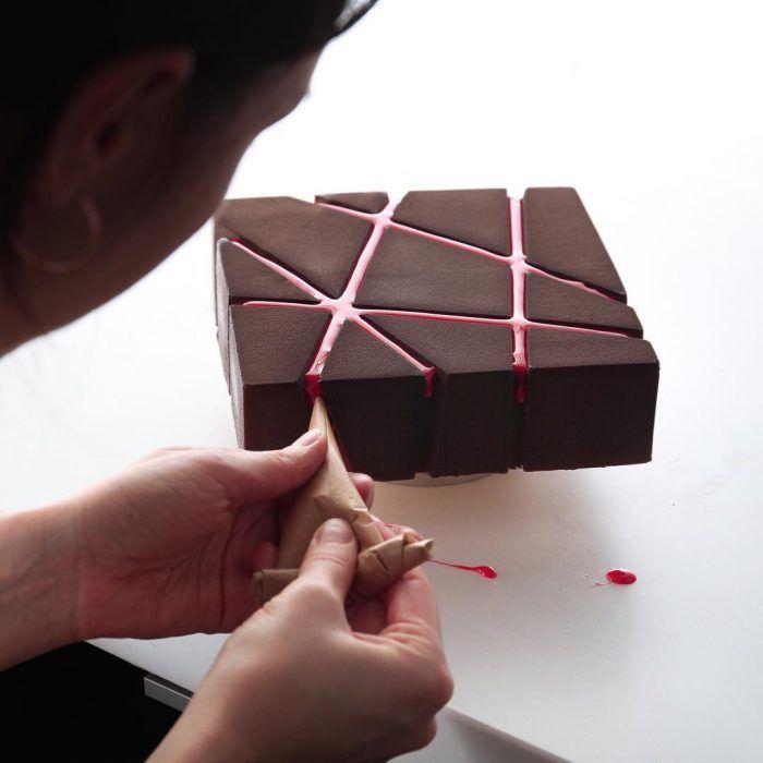 Photo of Repostera crea pasteles perfectos y geométricos que nadie se atrevería a comer