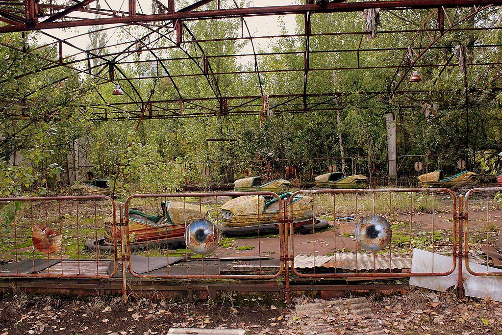 AMUSEMENT PARK AT PRIPYAT NEAR THE CHERNOBYL PLANT NOW ABANDONED UKRAINE SEP 2013 (10006273464).jpg