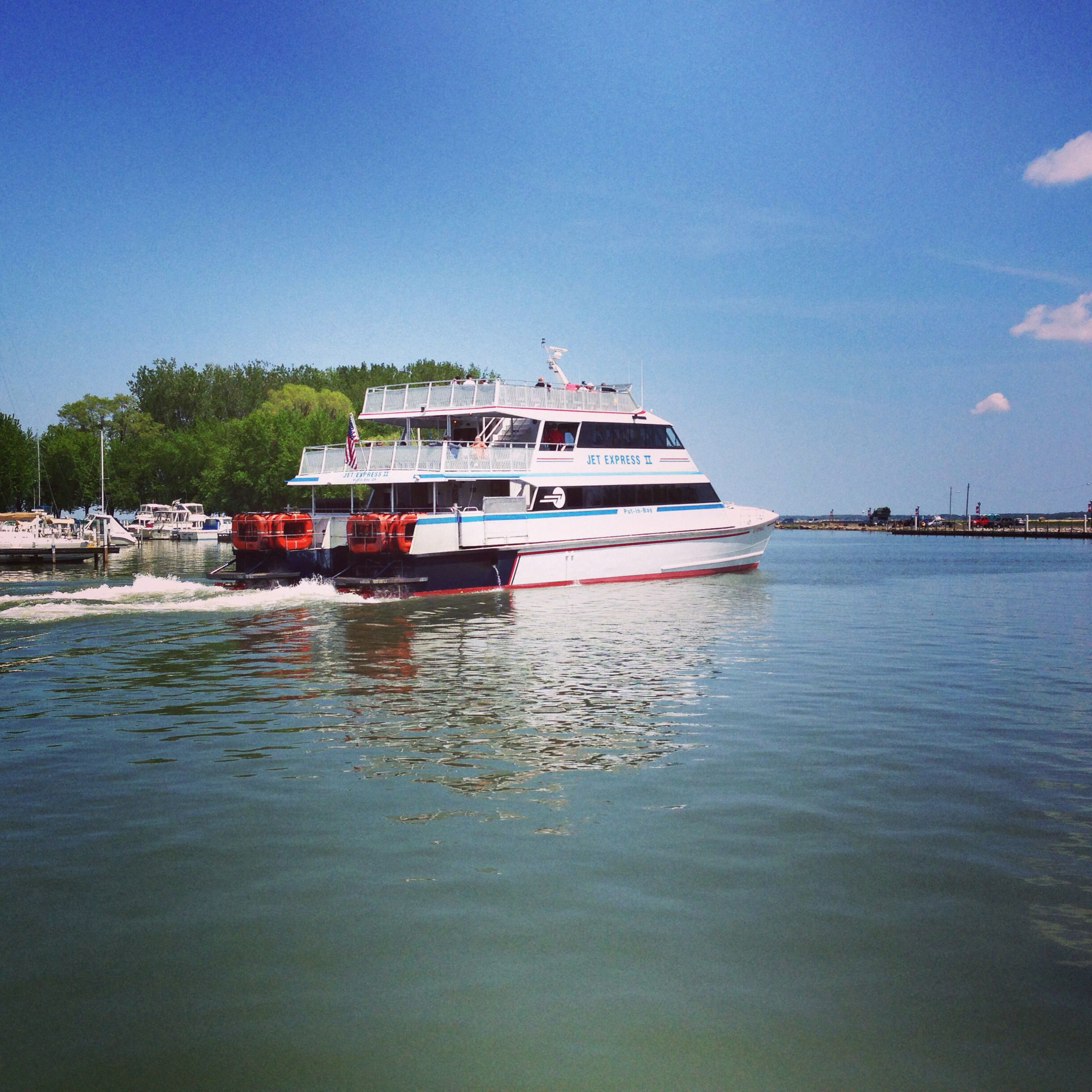 Jet Express leaving the Port Clinton dock | Play: Ferries | Lake
