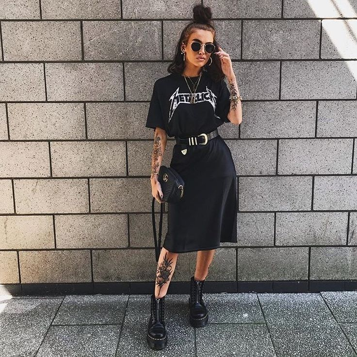 Outfit with slip black skirt
