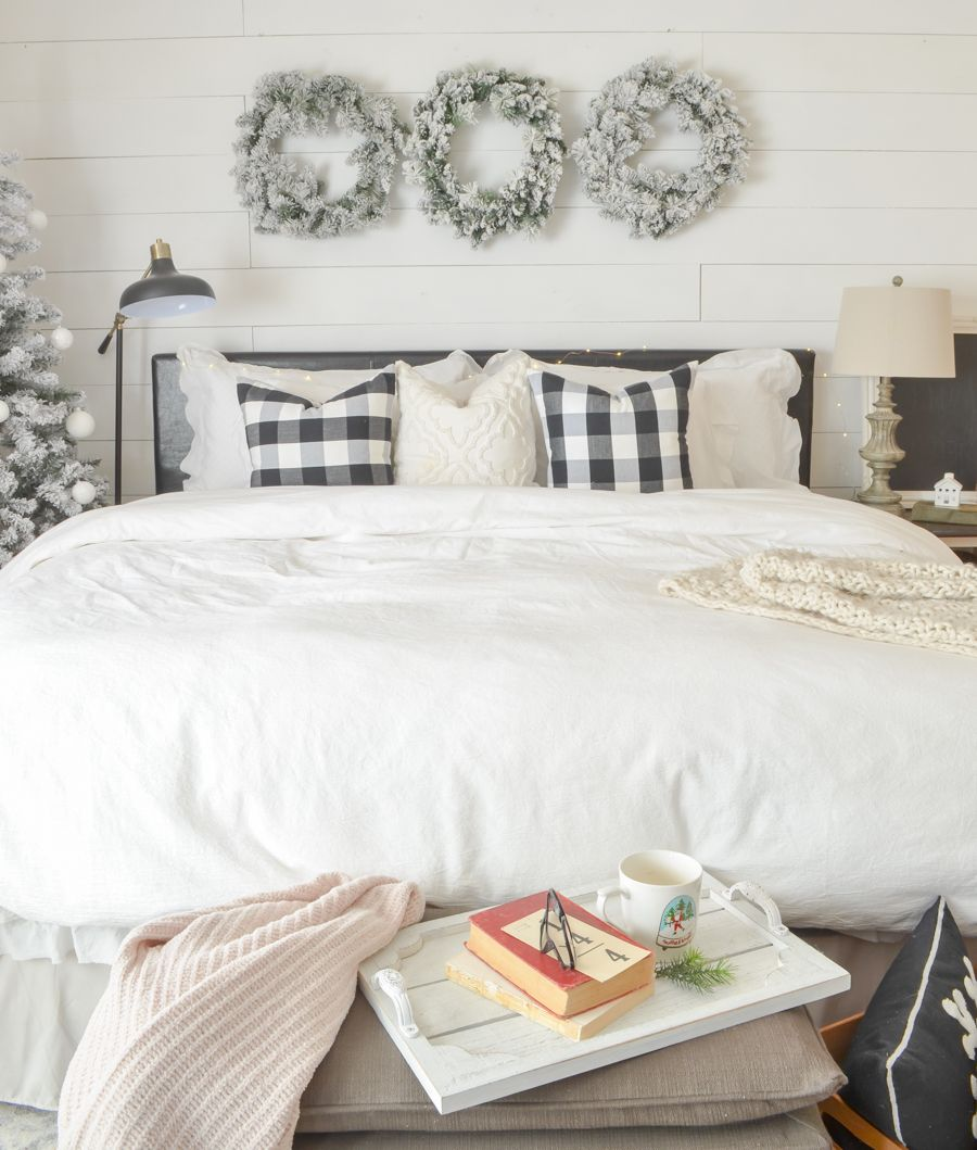 Cozy Holiday Bedroom. Easy And Simple Christmas Decor In