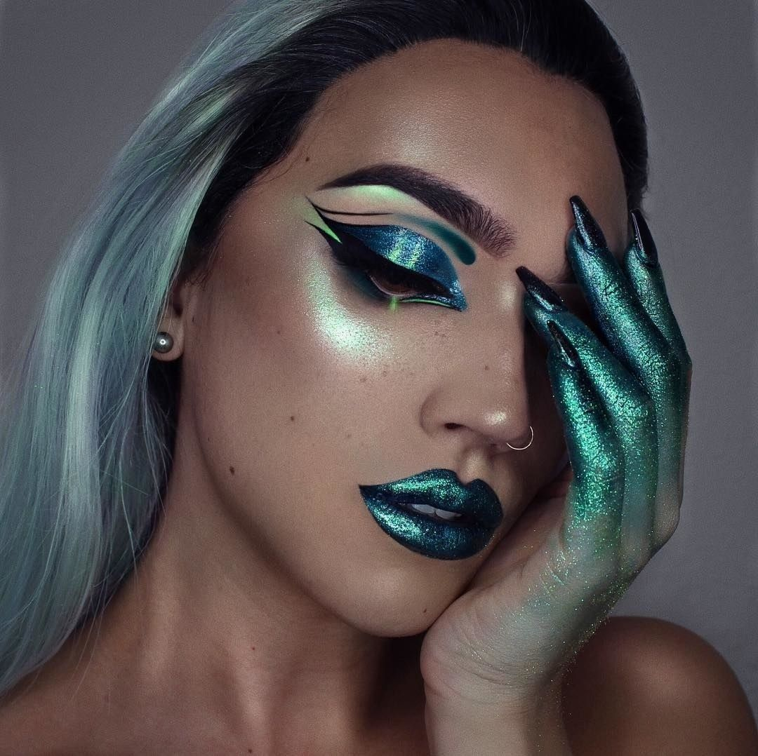 """13 Witch Makeup Looks Bewitching """"It"""" Girls Are Wearing"""