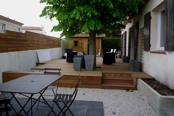 L aménagement de terrasse avec un sol du bois - Archzine.fr