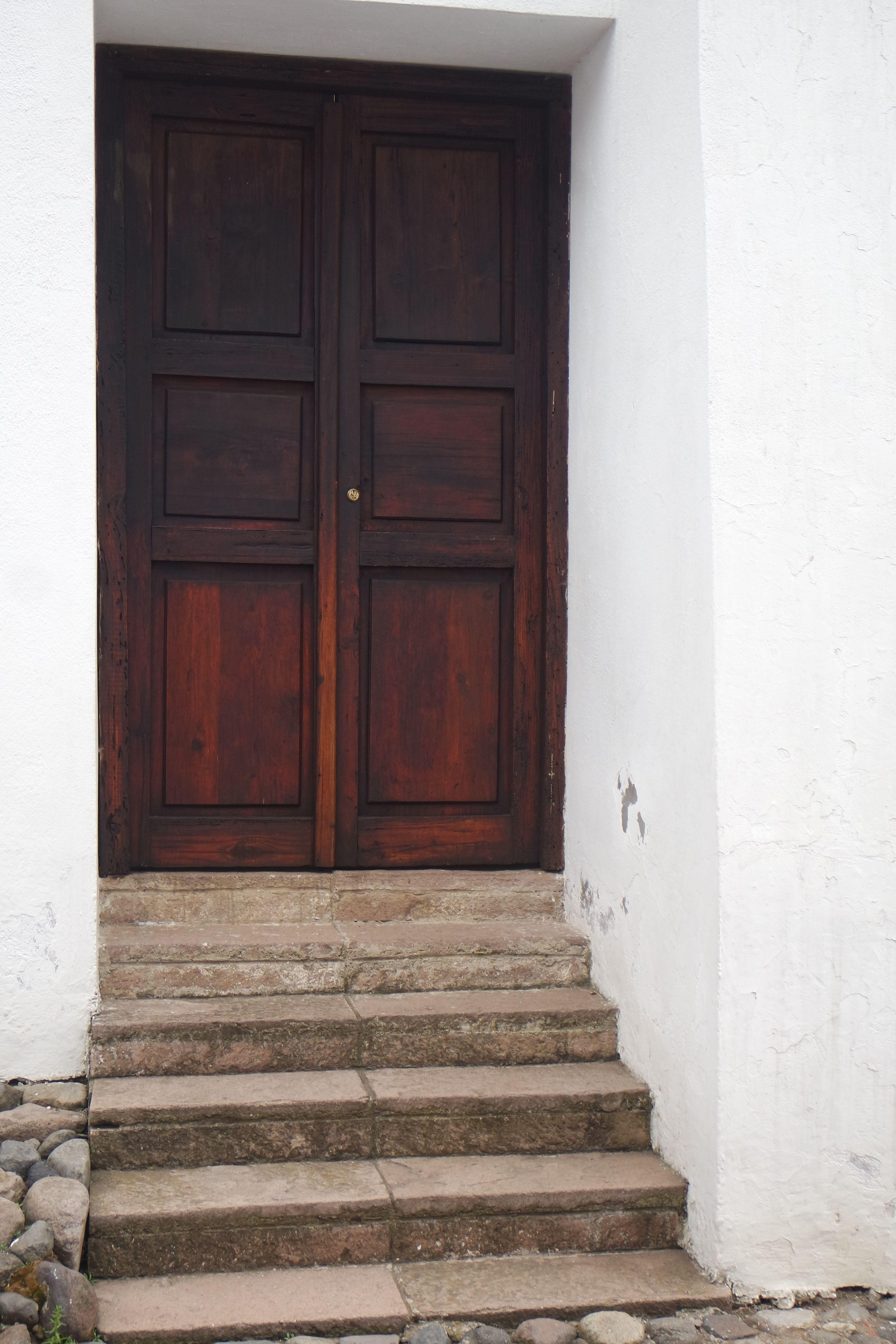 Título de la obra: Puerta. Autor: Treisy Valeria Guardado Romero. 12/3/2016 Apertura de diafragma: f/5 Velocidad de obturación: 1/320s ISO: 400