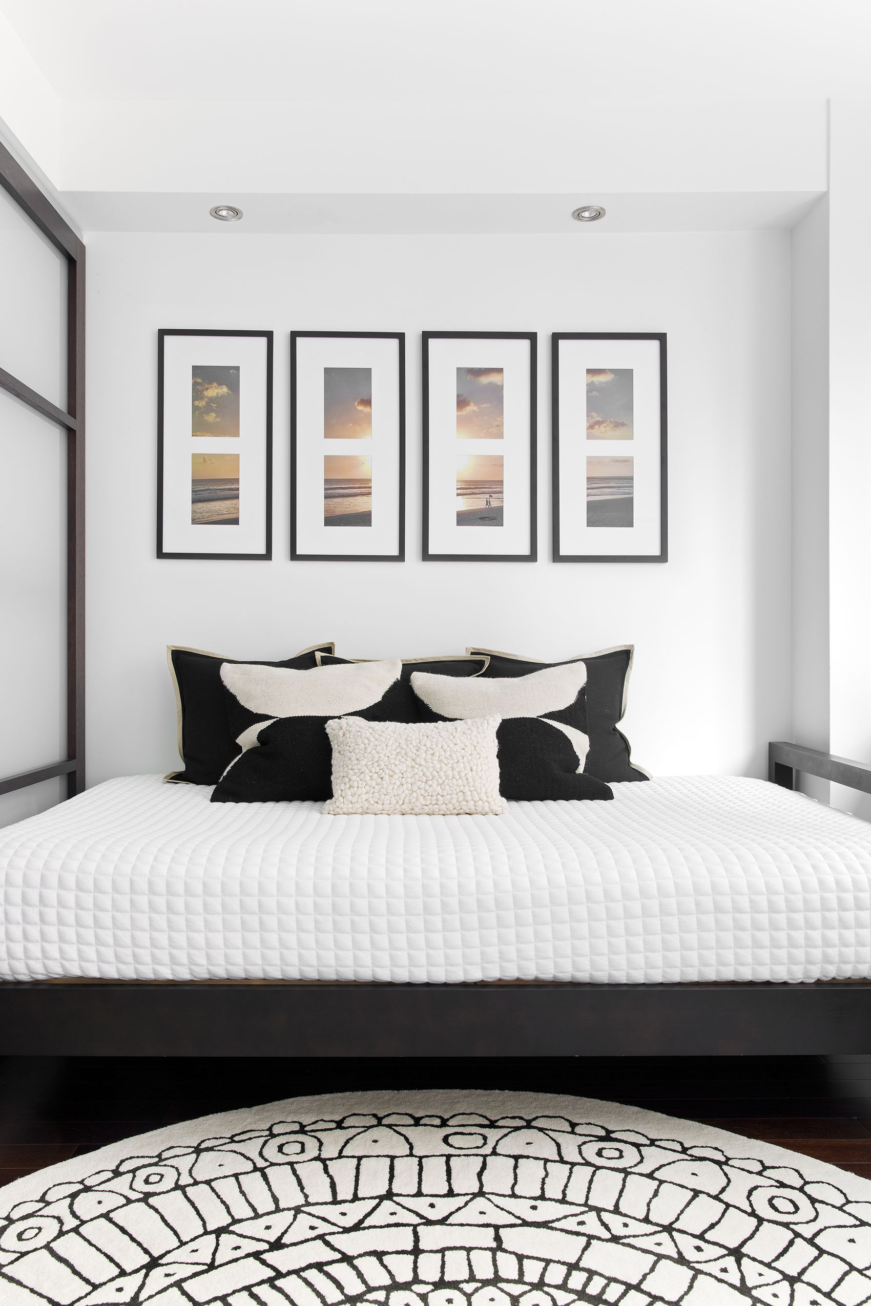 A Small New York City Apartment Makes A Unique Statement White Bedroom Decor Guest Bedroom Decor Elegant Bedroom Decor