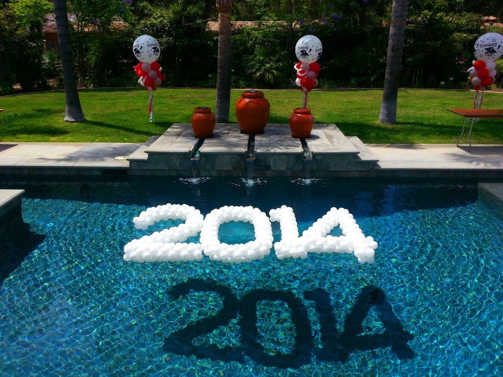 2014 balloon sculpture floating in swimming pool grad for Pool dekoration