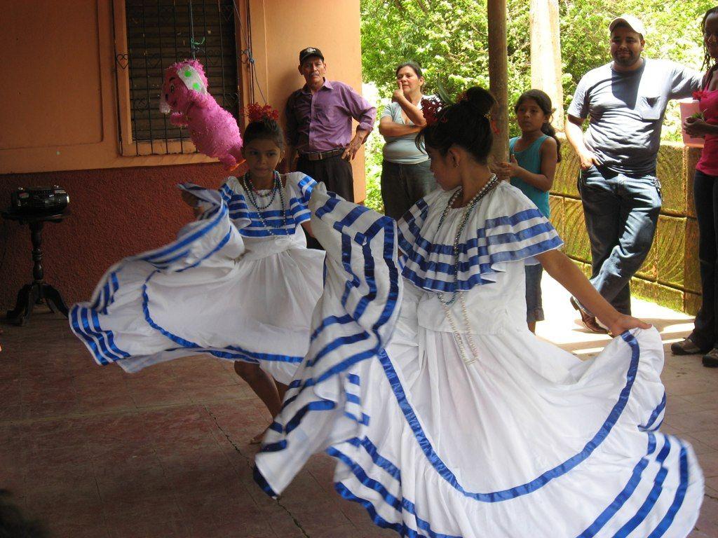 Nicaraguan: Traditional Nicaraguan Folkloric Dress