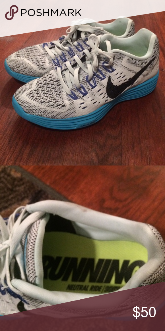 timeless design 06bab 43265 NIKE neutral ride soft Running Shoes White with blue accents. This is a  great running shoe! Only worn once but was too big. Size 8 true to size.