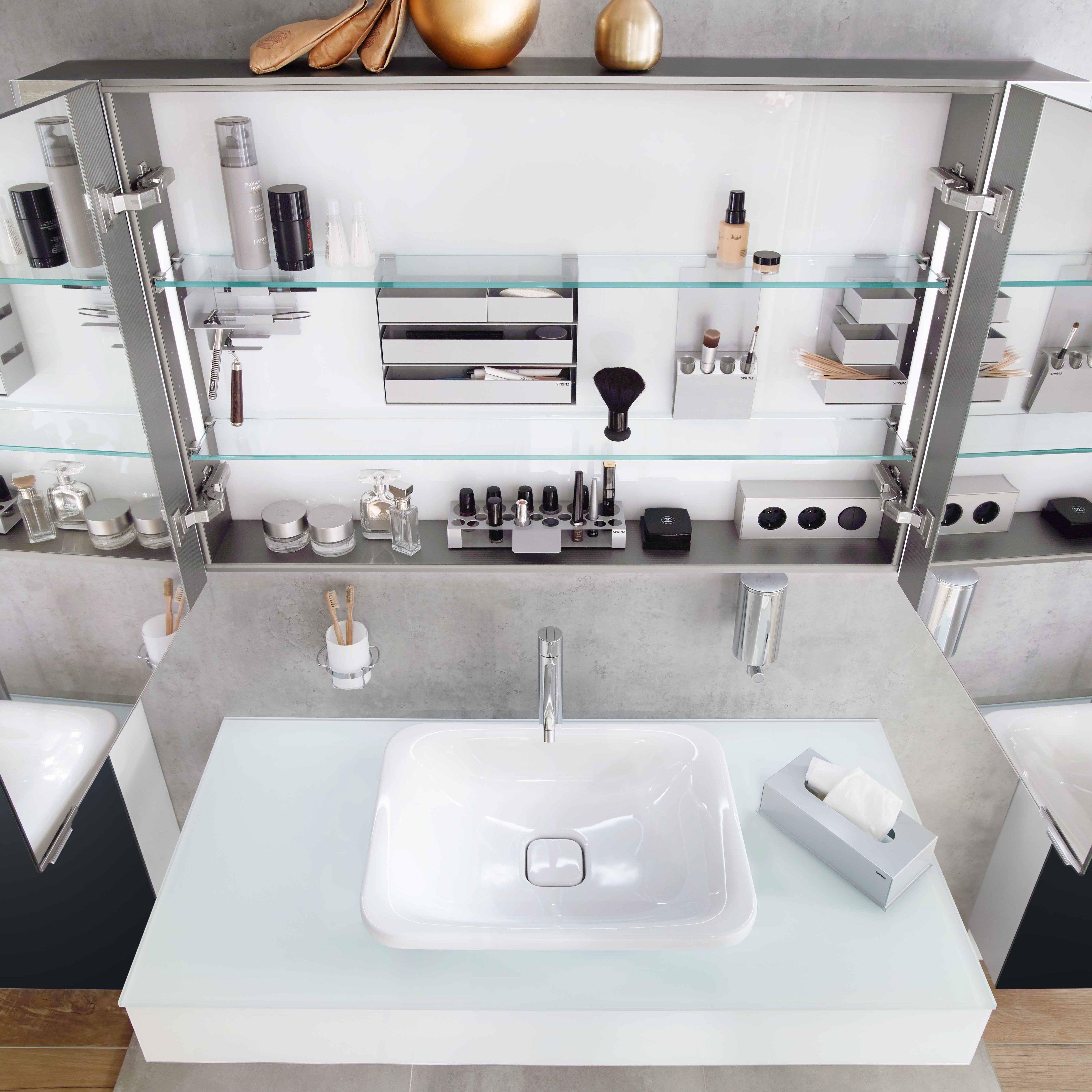 Ordnung Im Bad Badezimmer Dekor Glasduschen Spiegelschrank