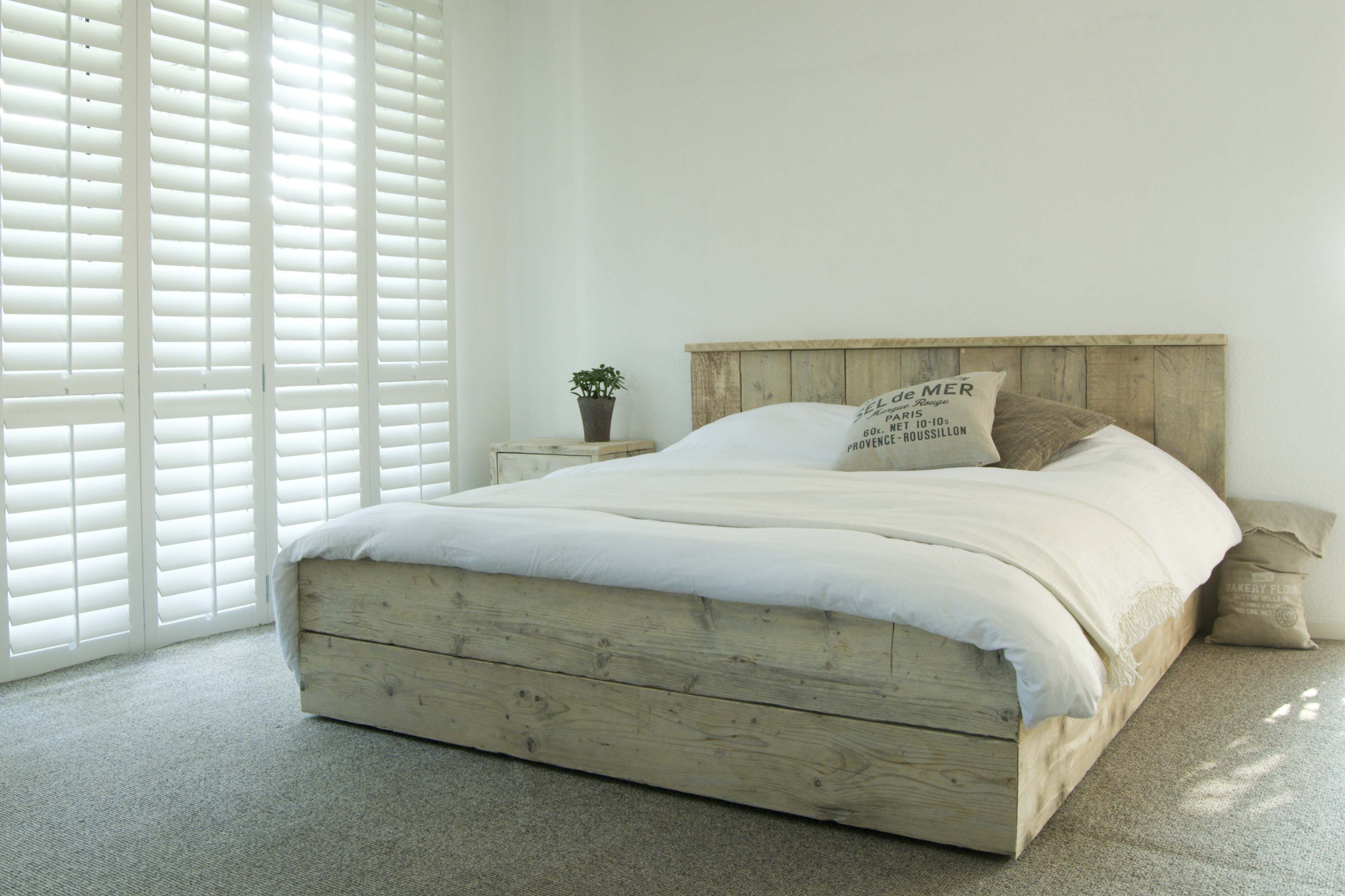 a faire en planche de chantier a devrait tre pas mal. Black Bedroom Furniture Sets. Home Design Ideas