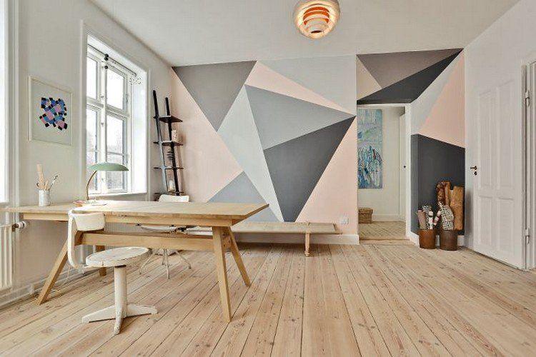 Peinture Décorative Dessin Géométrique Triangles En Gris Et Rose Dans Le  Bureau à La Maison Aménagé Avec Une Table En Bois, Chaise Blanche Et Meuble  De ...