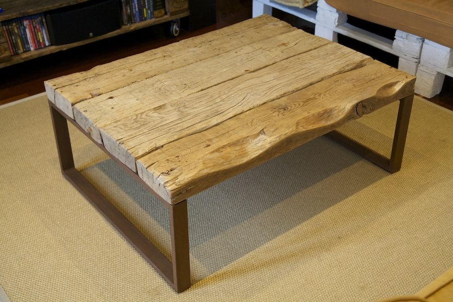 auxiliar table made with recycled wood mesa auxiliar
