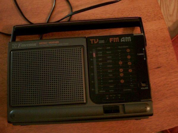 VINTAGE EMERSON MODEL AR2470 INSTANT WEATHER BAND TV/AM/FM PORTABLE
