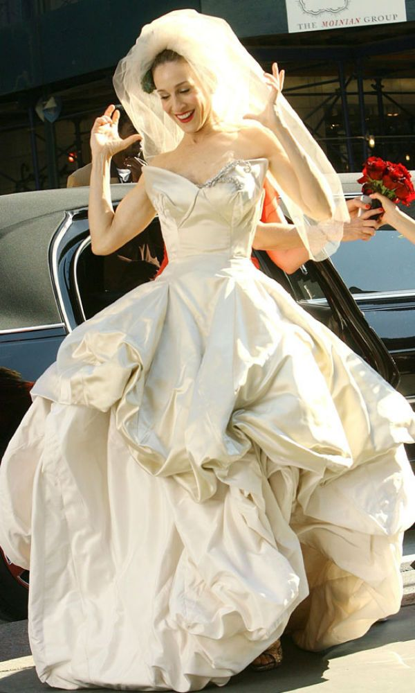 Carrie Bradshaw In The City Jessica Parker Wearing A Vivienne Westwood Dress On Her Wedding Day